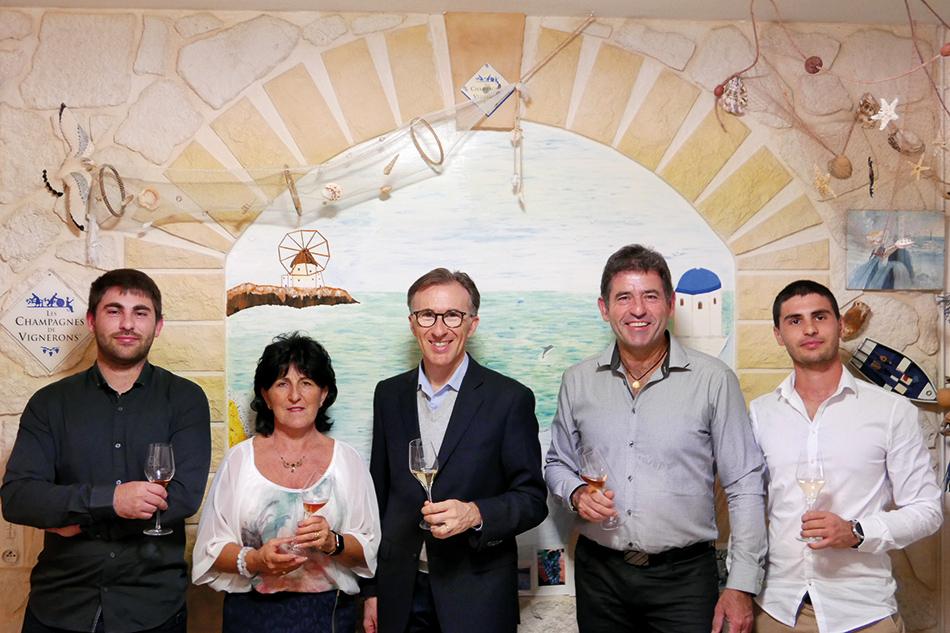 Paolo Basso entouré de Marie-Christine, Jacques Tissier et leurs enfants.