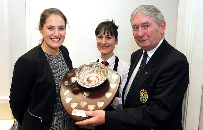 Lynsey White (DIT), Julie Dupouy et Andrew O 'Gorman (Secrétaire de la Guilde irlandaise des Sommeliers).