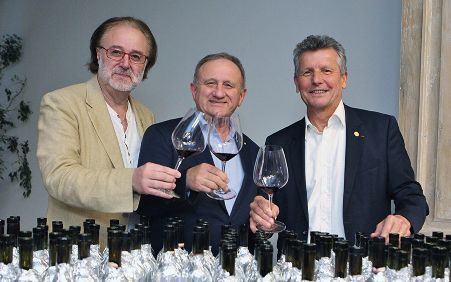 Giuseppe Vaccarini avec des confrères Meilleurs Sommeliers du Monde Philippe Faure-Brac et Serge Dubs.